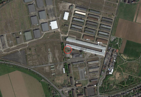 Luftbild der Spinelli Barracks mit Markierung des geplanten Bauplatzes